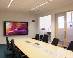 Microsoft Surface Hub с диагональю 84 дюйма